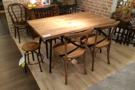 古材風テーブル