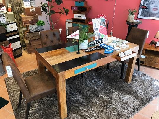 カラフルダイニングテーブル