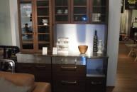 ステンレスとウォールナットの食器棚