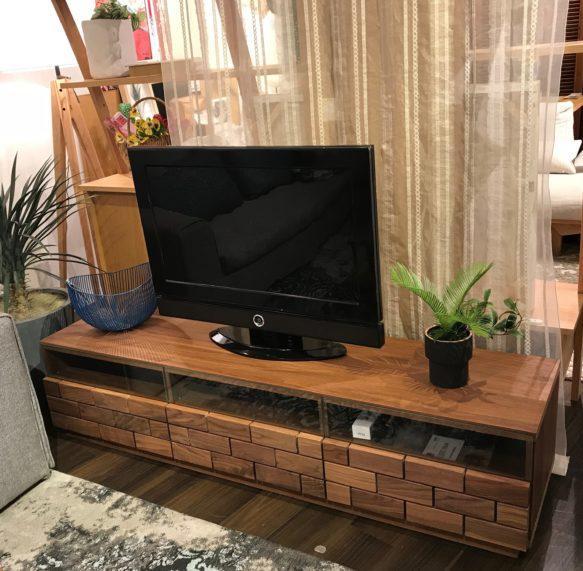 TVボード ウォールナット ガラスのTVボード