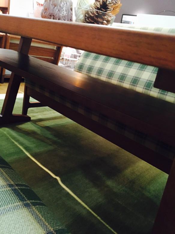 テーブル下収納
