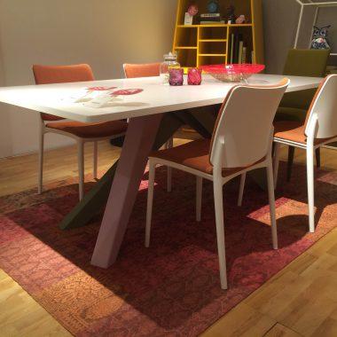 BONALDOダイニングテーブル