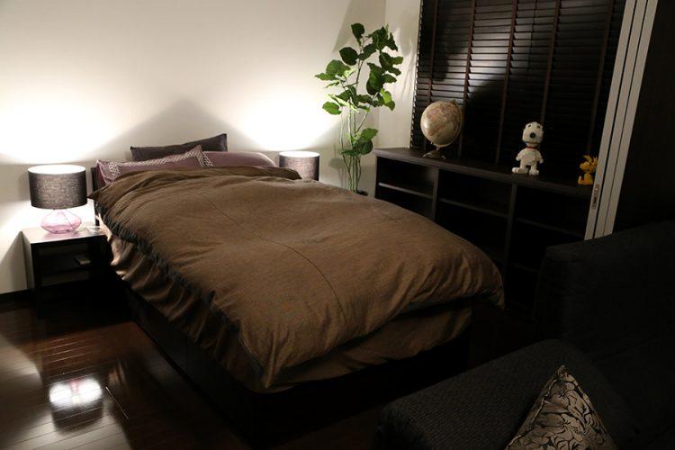 寝室 ベッド モダン シック 照明