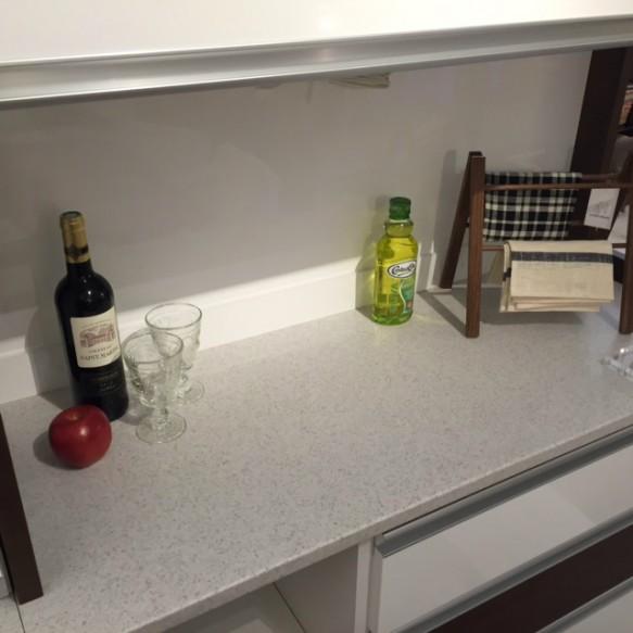 人工大理石を使ったキッチンボード