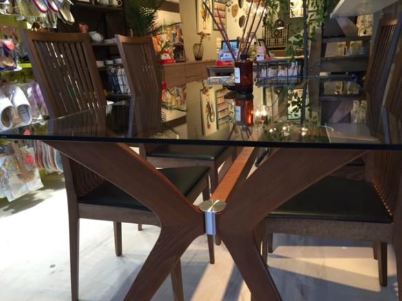 ガラステーブル カリガリス