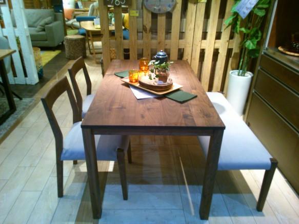ウォールナット 無垢テーブル 4人掛け
