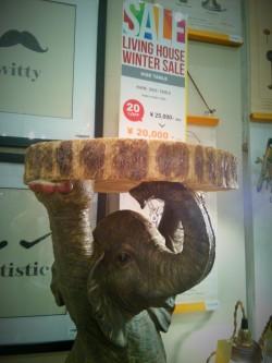 ゾウ サイドテーブル KARE ELEPHANTO