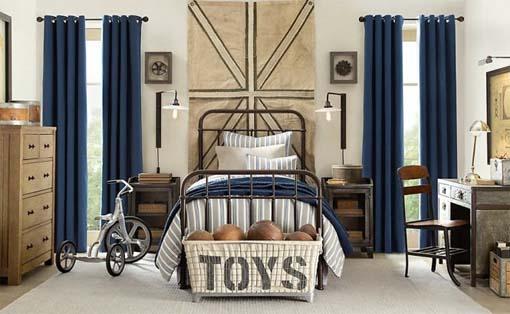 落ち着いたブルーとアンティーク家具
