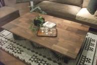 ウォールナット無垢材とスチール脚のテーブル