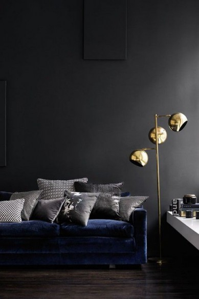 black wall & goldlamp