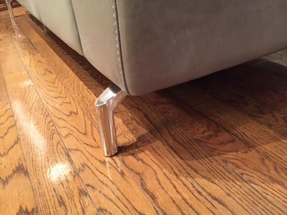 ソファの脚