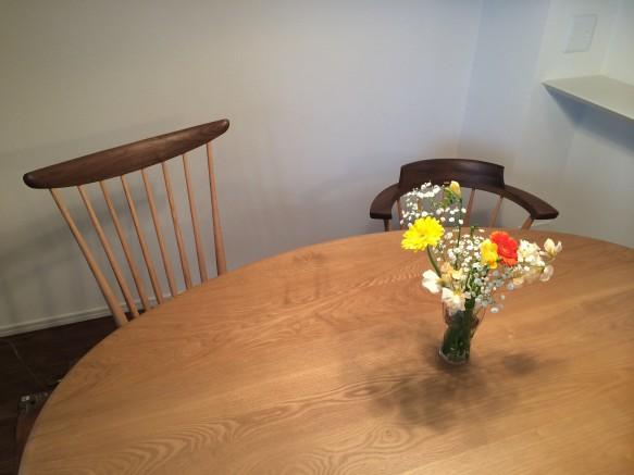 豆テーブル 高山ウッドワークスチェア