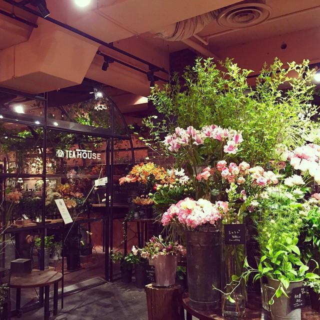 癒し オシャレ カフェ フラワーマーケット 青山