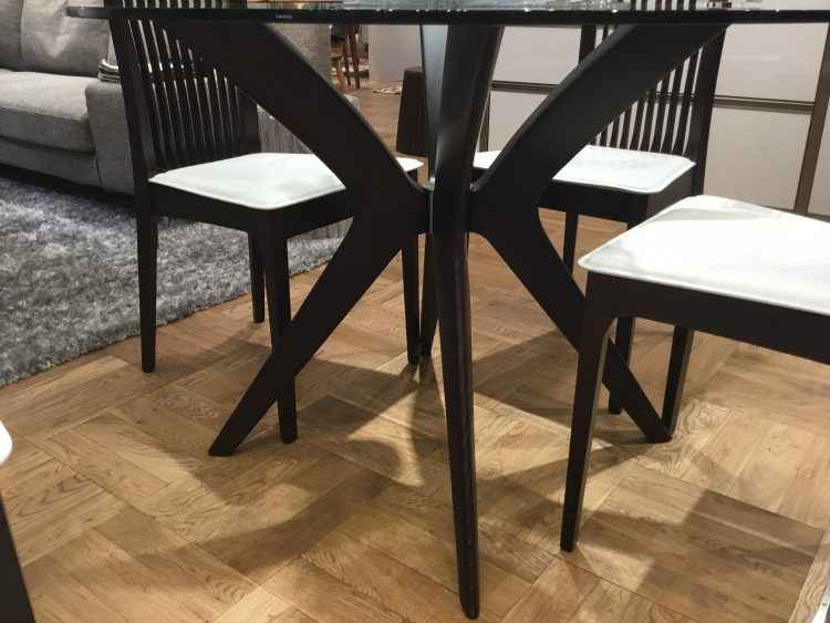 ガラステーブル ダイニングテーブル モダン 高級感