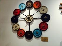 KARE 時計 ボタン 珍しい