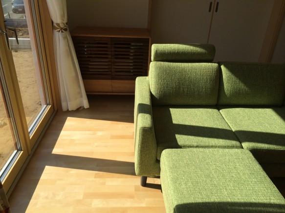 北欧風インテリア ライトグリーン カウチソファ
